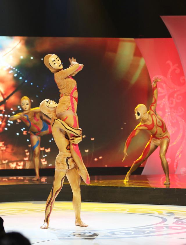 Đêm Gala còn gây ấn tượng với tiết mục múa hình thể đặc sắc.