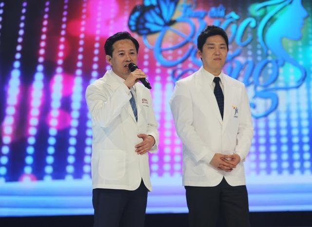 Bên cạnh đó, các bác sĩ Hàn Quốc - những người đã trực tiếp tham gia phẫu thuật, điều trị cho 11 nhân vật - cũng bày tỏ cảm xúc trong Gala.