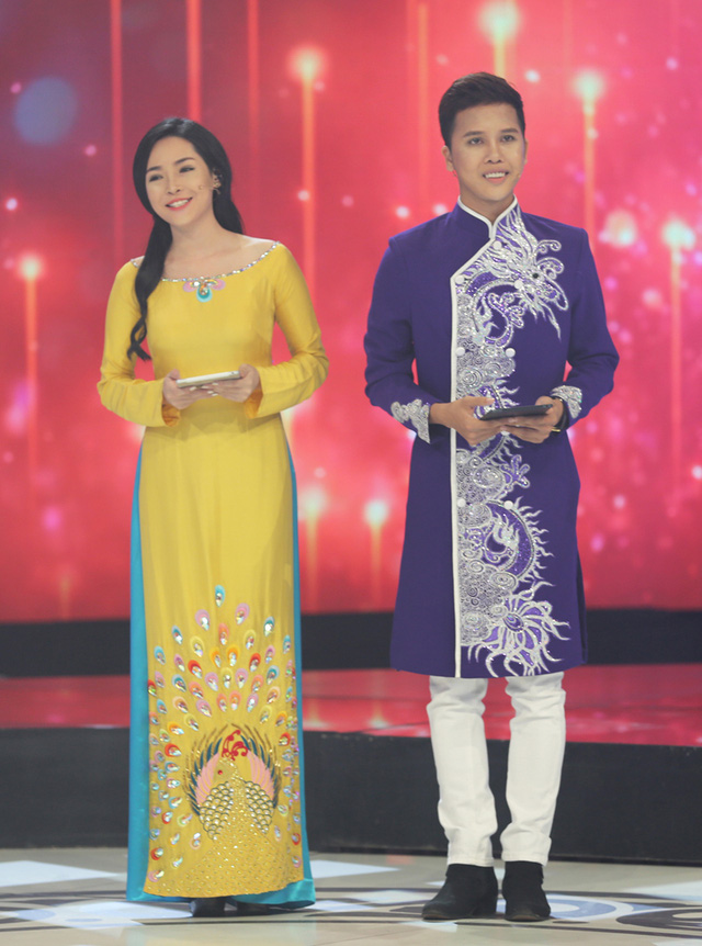 Bên cạnh MC Hồng Phúc và Phí Linh, hai bạn trẻ đã trải qua phẫu thuật - Vũ Thanh Quỳnh và Trương Nguyễn Nam Phương - cũng thử sức trong vai trò dẫn dắt Gala.