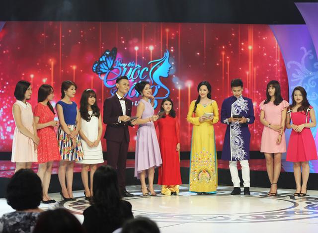 Các nhân vật đã trải qua cơ hội Thay đổi cuộc sống cùng xuất hiện trên sân khấu.