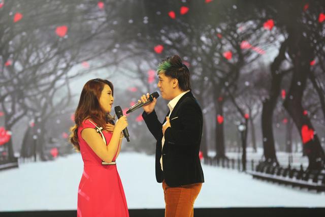 Đặc biệt, Lê Thị Hương Giang - một trong 11 nhân vật của chương trình - đã gây bất ngờ khi song ca với ca sĩ Minh Vương ca khúc Nơi tình yêu bắt đầu.