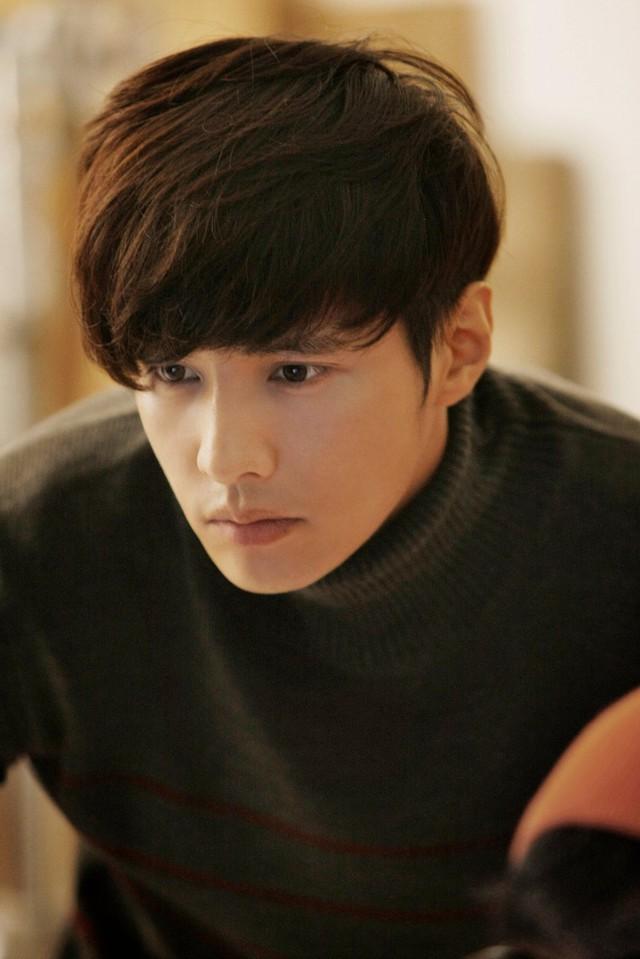 Không một cuộc bình chọn mỹ nam nào tại Hàn Quốc lại có thể vắng mặt Won Bin. Dù đã ở tuổi 37, song, trên khuôn mặt nam diễn viên tài năng lại không hề có dấu vết của thời gian. Anh thậm chí còn trẻ trung hơn so với hồi đóng bộ phim đình đám Trái tim mùa thu