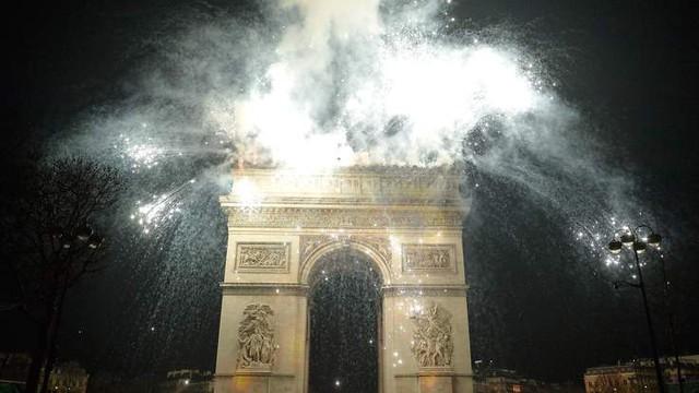 Sẽ không còn những màn bắn pháo hoa hoành tráng tại Khải Hoàn Môn sau khi Paris ban hành lệnh cấm bắn pháo hoa