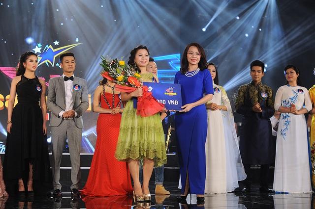 Lê Thị Dung giành giải thí sinh được khán giả yêu thích nhất.