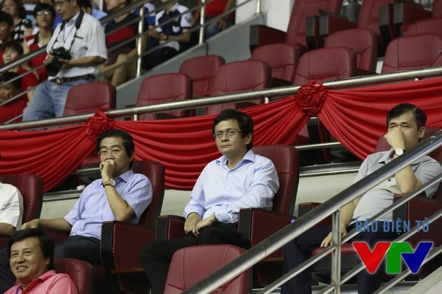 Trên khán đài của trận đấu này cũng có sự xuất hiện đặc biệt của Tổng Giám đốc Đài THVN Trần Bình Minh