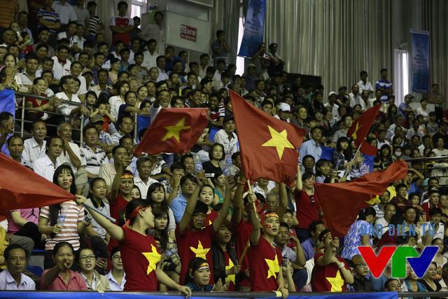 Dù không thể giành quyền vào chung kết nhưng ĐT Việt Nam vẫn nhận được sự cổ vũ đông đảo của người hâm mộ