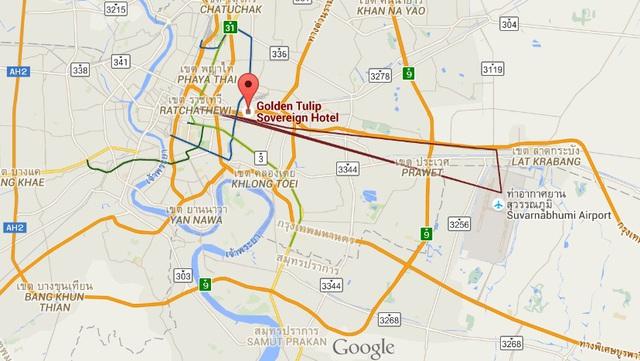 Việc di chuyển từ sân bay về đại bản doanh trên đất Thái của ĐTVN khá tiện. Ngoài ra, sân Rajamangala cũng khá gần tuy nhiên không loại trừ tắc đường ở tuyến phố đông đúc và tấp nập này.