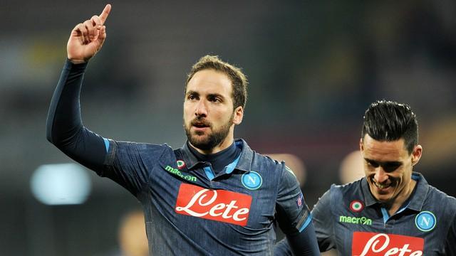 Gonzalo Higuain sẽ cùng các đồng đội giúp Napoli vượt khó tại Ukraine?