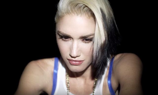Gwen Stefani khóc vì chồng cũ trong MV Used To Love You.