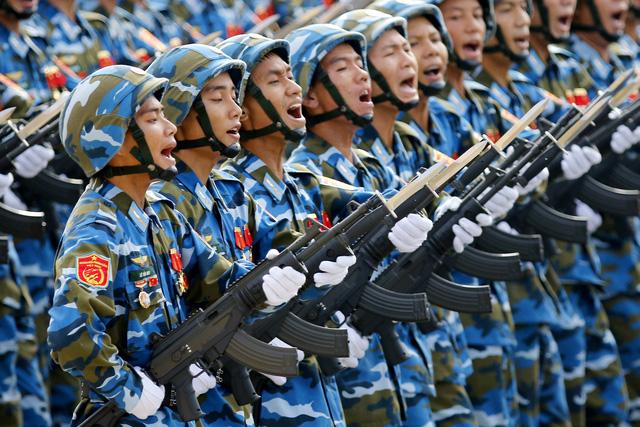 Lễ diễu binh, diễu hành có sự tham gia của 30.000, trong đó gồm đại diện cho các lực lượng vũ trang và lực lượng quần chúng.