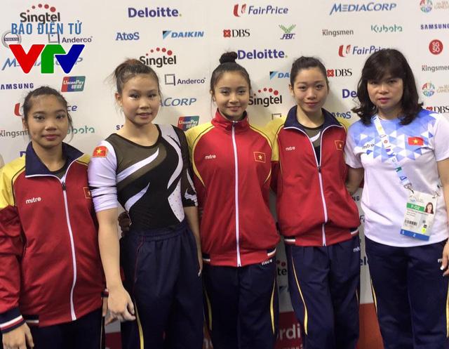 Nguyễn Thị Hà Thanh (thứ hai từ phải sang) và đội tuyển TDDC nữ tham dự SEA Games 28.