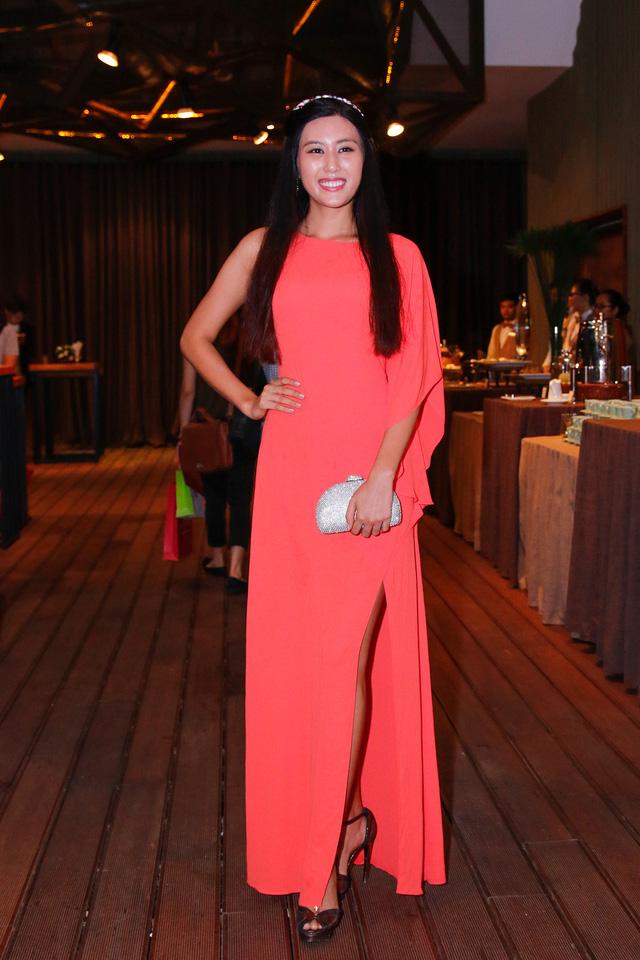Top 5 Hoa hậu Hoàn vũ Việt Nam 2015 Ngô Trúc Linh kín đáo với váy dài