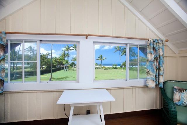 Căn nhà với cửa sổ lớn để có thể ngắm trọn cảnh đẹp xung quanh.