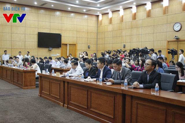 Các thành viên đoàn đàm phán Hiệp định TPP và đông đảo cơ quan báo chí có mặt tại buổi họp báo.
