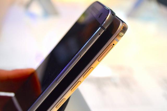 Nút nguồn của HTC One M8 nằm phía trên của máy trong khi nút nguồn của HTC One M9 nằm ở cạnh bên