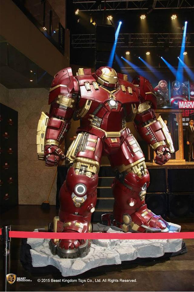 Bộ giáp Hulkbuster Amor của Tony Stark với kích thước giống như trong phim Avengers: Age of Ultron