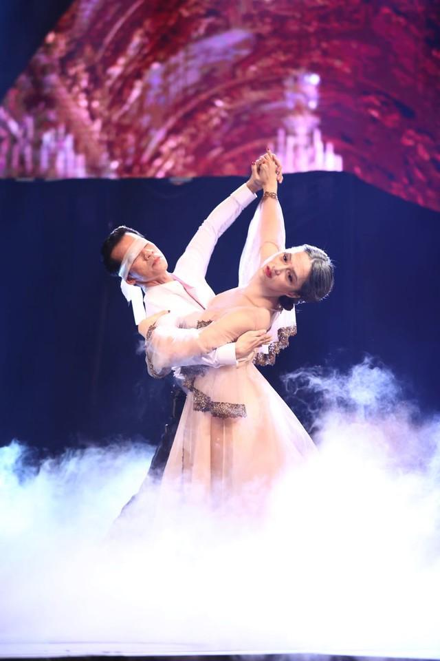 Hương Giang Idol nhảy dancesport