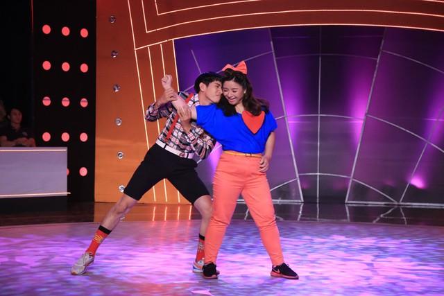 Bà mẹ đơn thân từng tăng 40kg sau sinh Huyền Thanh cùng bạn nhảy Quang Đăng mang đến cho khán giả bài nhảy khá dễ thương trên nền ca khúc My everything. Các động tác bê đỡ, xoay vòng được sử dụng nhiều trong bài nhảy.