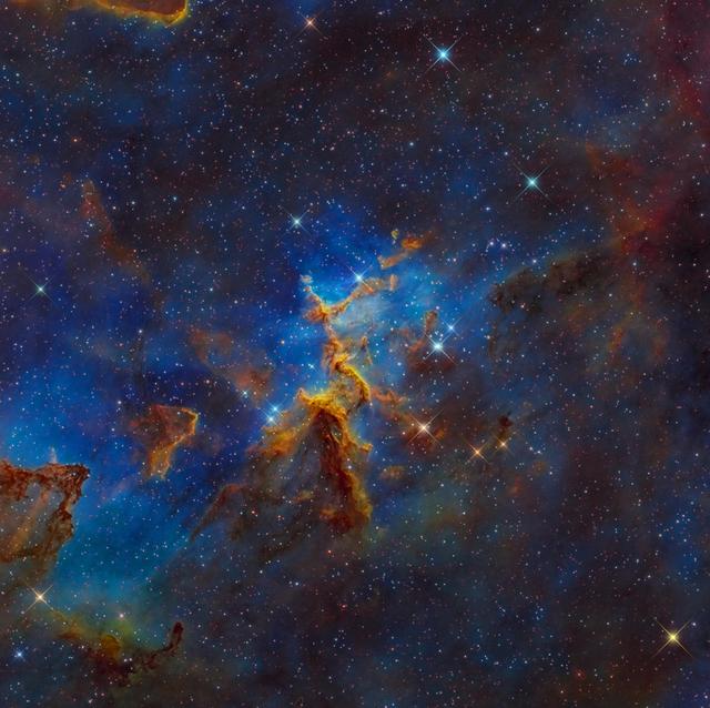 Tinh vân trái tim (Heart Nebula),  IC 1805, Sh2-190, nằm cách Trái Đất 7,500 năm ánh sáng trong chòm sao Cassiopeia. Tác giả: Mark Hanson