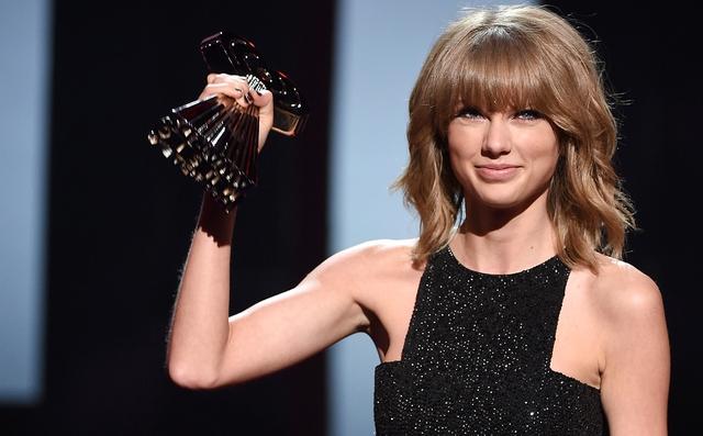 Taylor Swift cho biết đây là một giải thưởng vô cùng ý nghĩa bởi cô luôn yêu thích công việc viết lời bài hát
