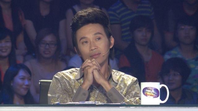 Giám khảo Hoài Linh rưng rưng nước mắt với tiết mục hóa thân Udam của Minh Khang