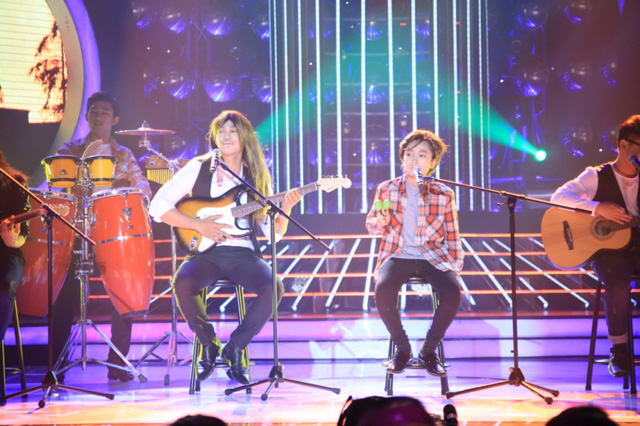 Phan Ngọc Luân và Gia Quý hóa thân thành nhóm Eagles với bài hát Hotel California.