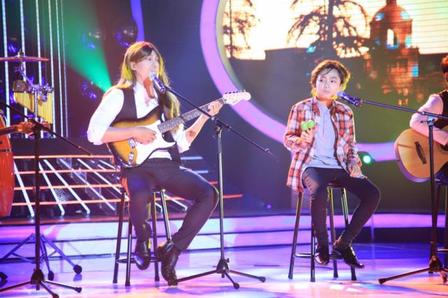 Giám khảo Mỹ Linh nhận xét hai chú cháu đã hát rất hay, trong khi đó giám khảo Hoài Linh và Hồng Vân đã phải nổi da gà.