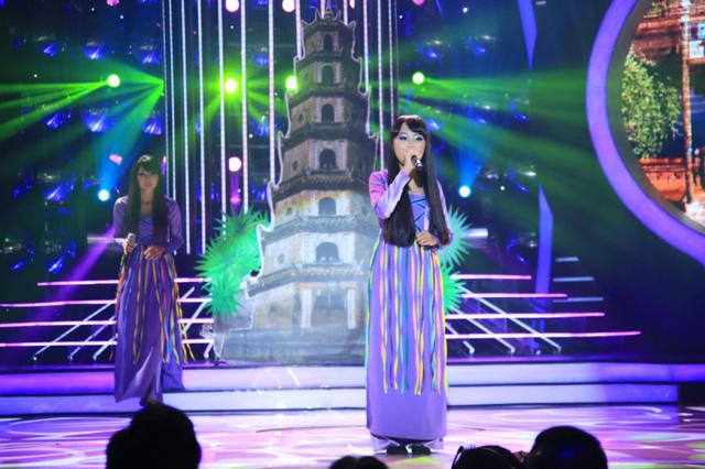 Khánh Ngọc và Phương Mỹ Chi hóa thân thành ca sĩ Bảo Yến với liên khúc Huế tình yêu của tôi - Mưa trên phố Huế.