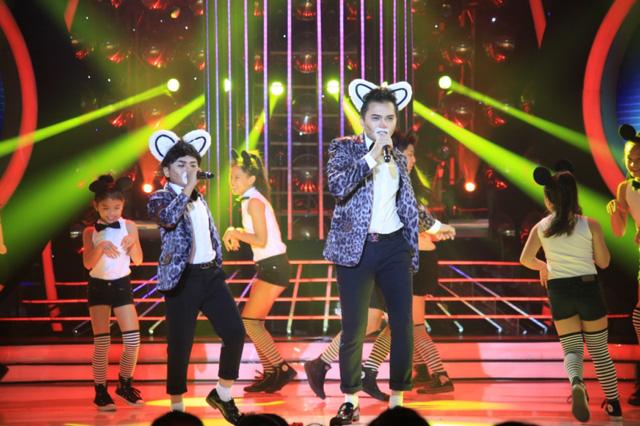 Minh Khang và Nam Cường hóa thân thành Noo Phước Thịnh với bài hát Đám cưới chuột.