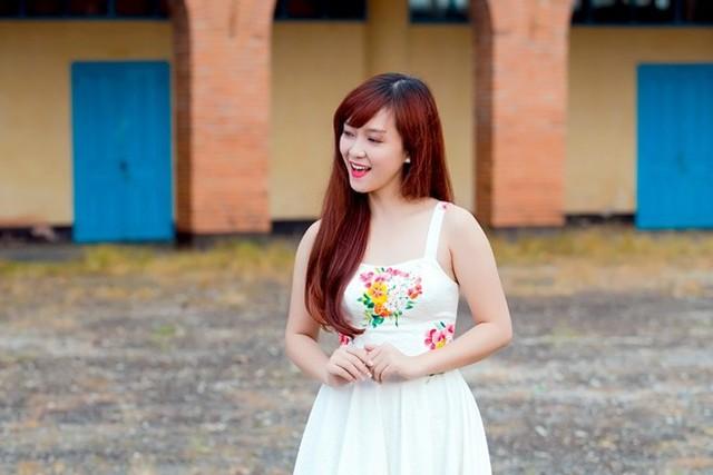 Hình ảnh Đinh Hương trong MV nhạc phim Khúc hát mặt trời.