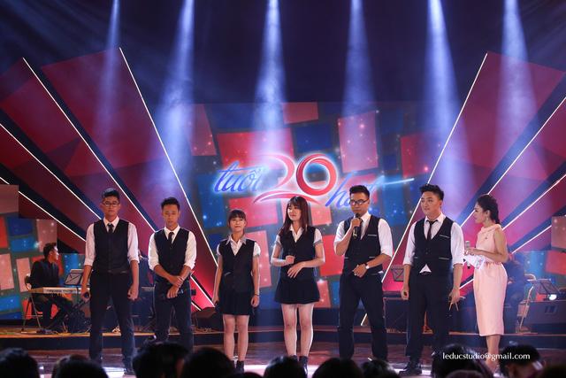 Đại học Bách khoa Hà Nội thể hiện hai ca khúc Người là niềm tin tất thắng và Ca ngợi Hồ chủ tịch.