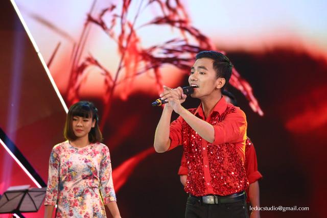 Nhận được nhiều lời khen từ HLV Hoàng Bách, đội thi trường Đại học Tài chính Marketing sẽ bước vào đêm chung kết Tuổi 20 hát.