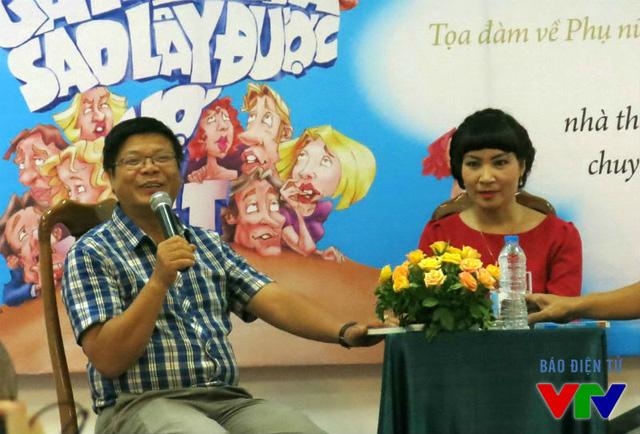 Chuyên gia tâm lý Đinh Đoàn và nhà văn Di Li trong buổi ra mắt cuốn sách.