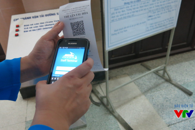 Thiết bị điện tử này sẽ kiểm tra thông tin cá nhân khách hàng