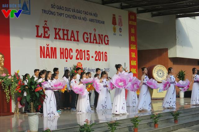 Một số tiết mục văn nghệ chào mừng năm học mới 2015 - 2016.
