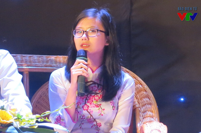 Trần Minh Ngọc, sinh viên trường Đại học Hà Nội đại diện cho hàng nghìn sinh viên chia sẻ trong buổi tọa đàm