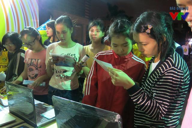 Đây là hoạt động thiết thực giúp sinh viên có cơ hội mua sắm các sản phẩm, dụng cụ học tập với mức giá phù hợp