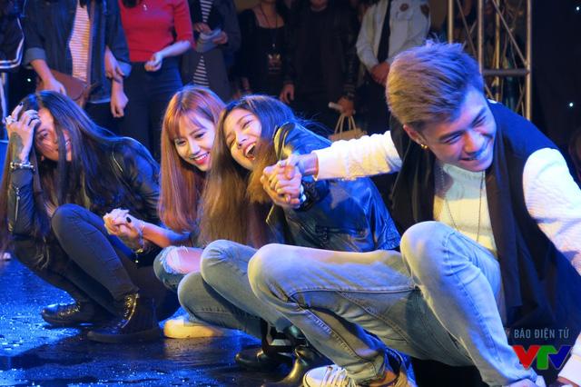 Đặc biệt, chương trình còn có sự xuất hiện của dàn hotteen như Linh Candy, Vương Anh ola...