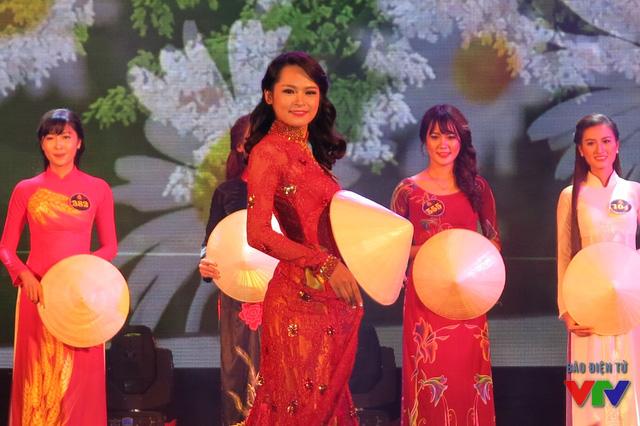 Phạm Thu Hà - Thí sinh có phần trình diễn áo dài đẹp nhất