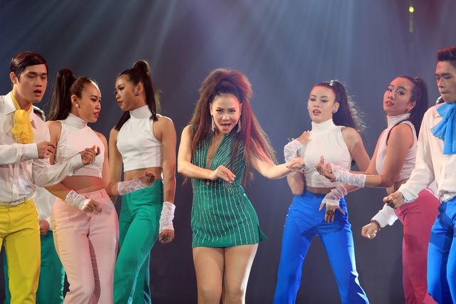 Năm 2015 có thể coi là một năm khá thuận lợi với Thu Minh. Cô đã phát hành nhiều ca khúc hit như Đừng yêu, Just love, Love.