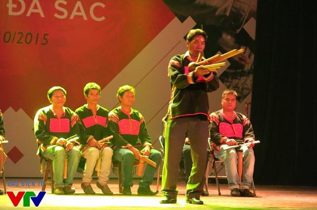 Màn biểu diễn của đồng bào dân tộc Ê đê, tỉnh Đắk Lắk