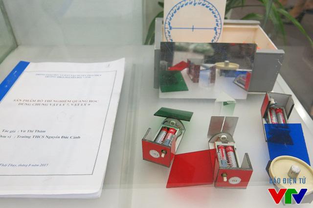 Dụng cụ thí nghiệm quang học dùng chung Vật lý 7, Vật lý 9 của tác giả Vũ Thị Thắm