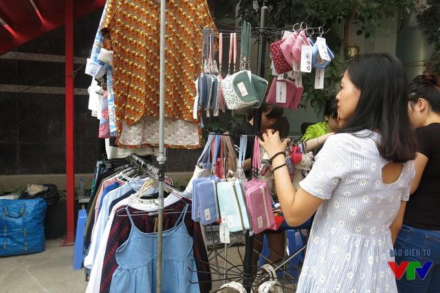 Chợ phiên Colourful Zumba Market có sự tham gia của hơn 40 gian hàng với các sản phẩm phong phú và chất lượng