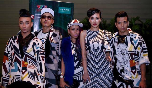 Các thành viên trong nhóm của Maya.