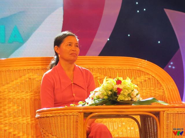 Chị Mừng (Lâm Đồng) đã dũng cảm hiến toàn bộ cơ thể con trai mình (bị chết não do tai nạn lao động) để cứu sống 6 bệnh nhân suy tạng.
