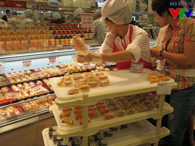 Sushi với giá chỉ từ 5.000 đồng là món ăn được rất nhiều khách hàng chọn lựa