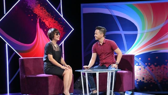 Diễm Quỳnh (trái) trong chương trình Cầu vồng 2015.