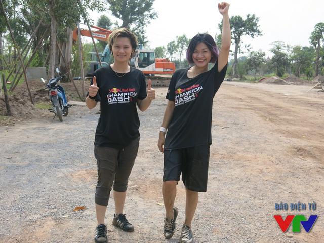 Bạn Hương cùng bạn của mình hạ quyết tâm chinh phục đường đua đầy thử thách của Champion Dash.