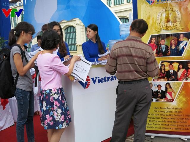 Các doanh nghiệp lữ hành đều tung ra nhiều tour giá rẻ nội địa và quốc tế để thu hút du khách dịp cuôi năm