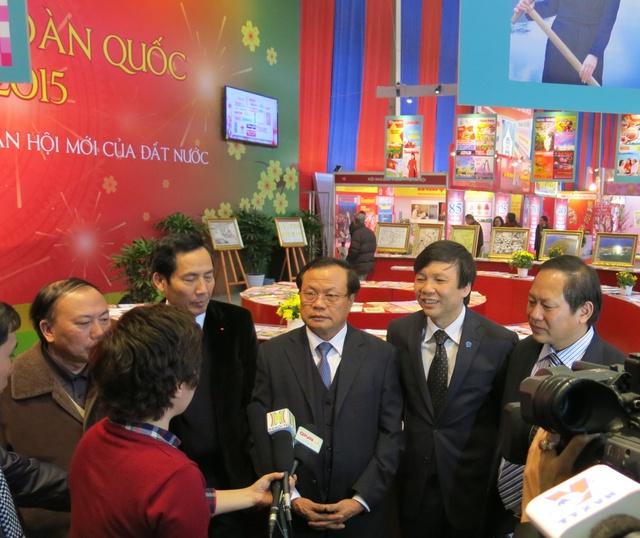 Bí thư Thành ủy Hà Nội Phạm Quang Nghị đã chia sẻ và động viên các nhà báo